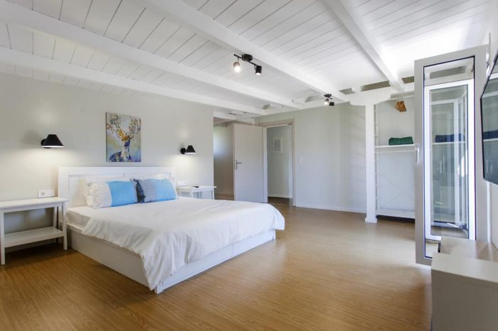 ligiabay-lefkada-lefkas-island-greece-modern-bedroom-with-double-bed-luxury-decoration