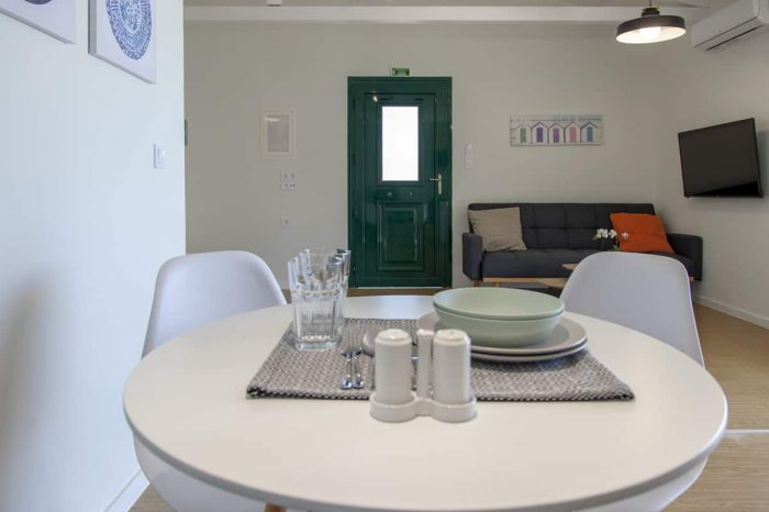 ligiabay-seafront-apartment-seven-ligia-lefkas-lefkada-island-greece-spacious-area-dining-table