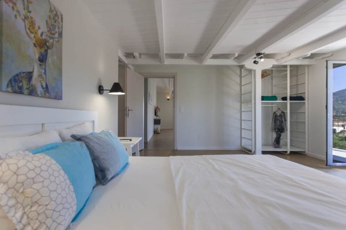 ligiabay-seafront-apartment-six-in-the-second-floor-luxury-bedroom-with-double-bed