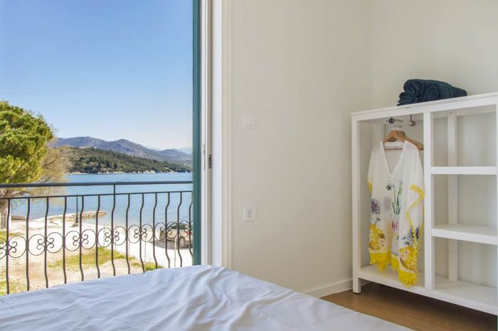 ligiabay-seafront-apartment5-in-lefkada-greece-modern-bedroom-with-private-balcony-endless-views_1